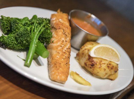 Un saumon écossais sur la baie d'Oban