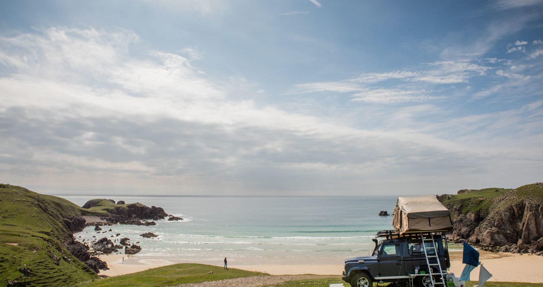 Camper sur la plage en Écosse