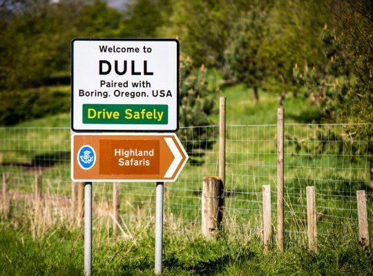 Dull, le sens de l'humour écossais